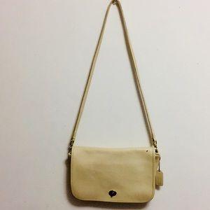 Coach #0043-004 Vintage Cream Crossbody Bag